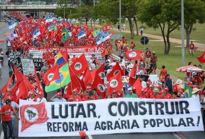 MST faz manifestação por reforma agrária